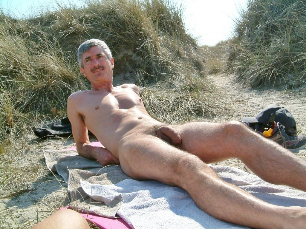 beach nude Naked gay