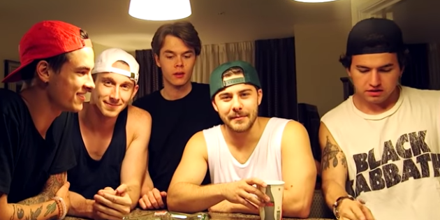 Straight Guys Are Gay: 5 Straight Guys Do Semi-Gay Things For Views